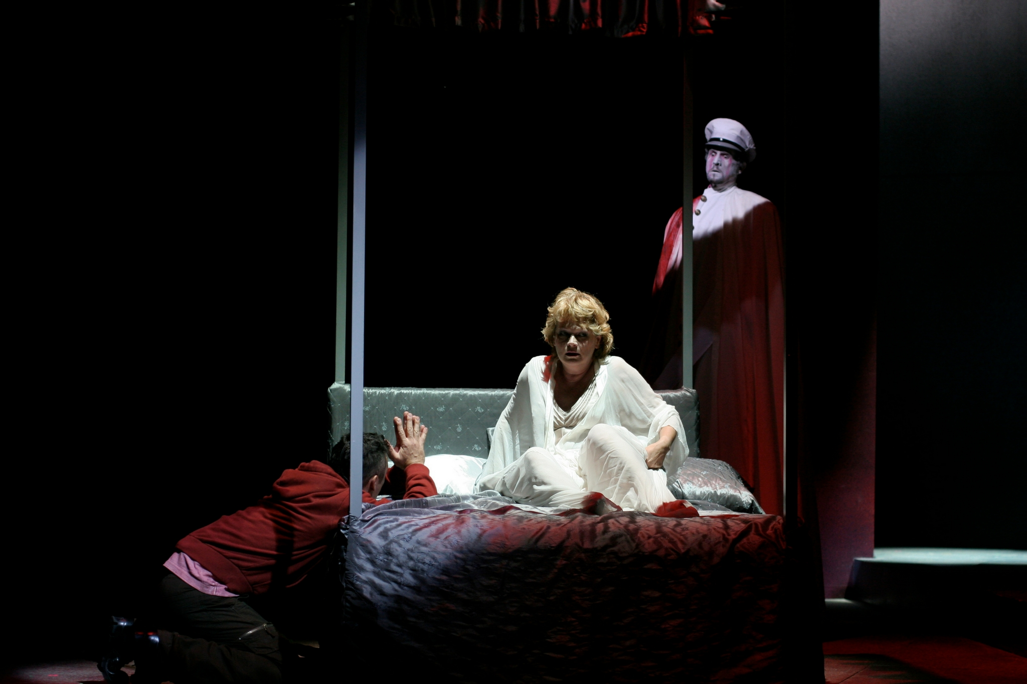 Jeffrey Donovan (Hamlet), Karen MacDonald (Gertrude) and Jeremiah Kissel (Ghost) in Hamlet, Shakespeare on the Common 2005