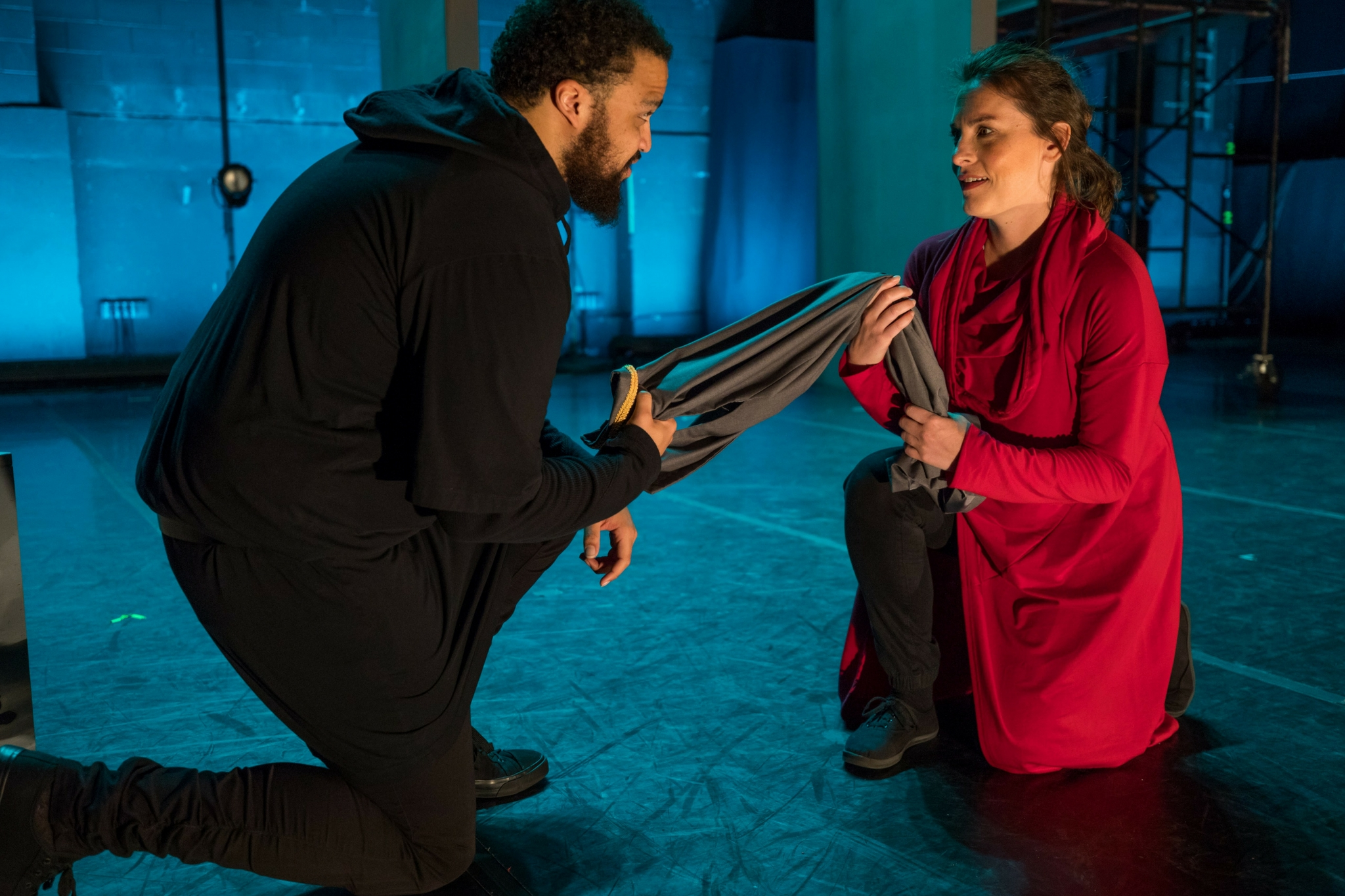 Kai Tshikosi (Caesar) and Stephanie King (Calpurnia) in Julius Caesar, CSC2, 2017-Photo by Nile Hawver