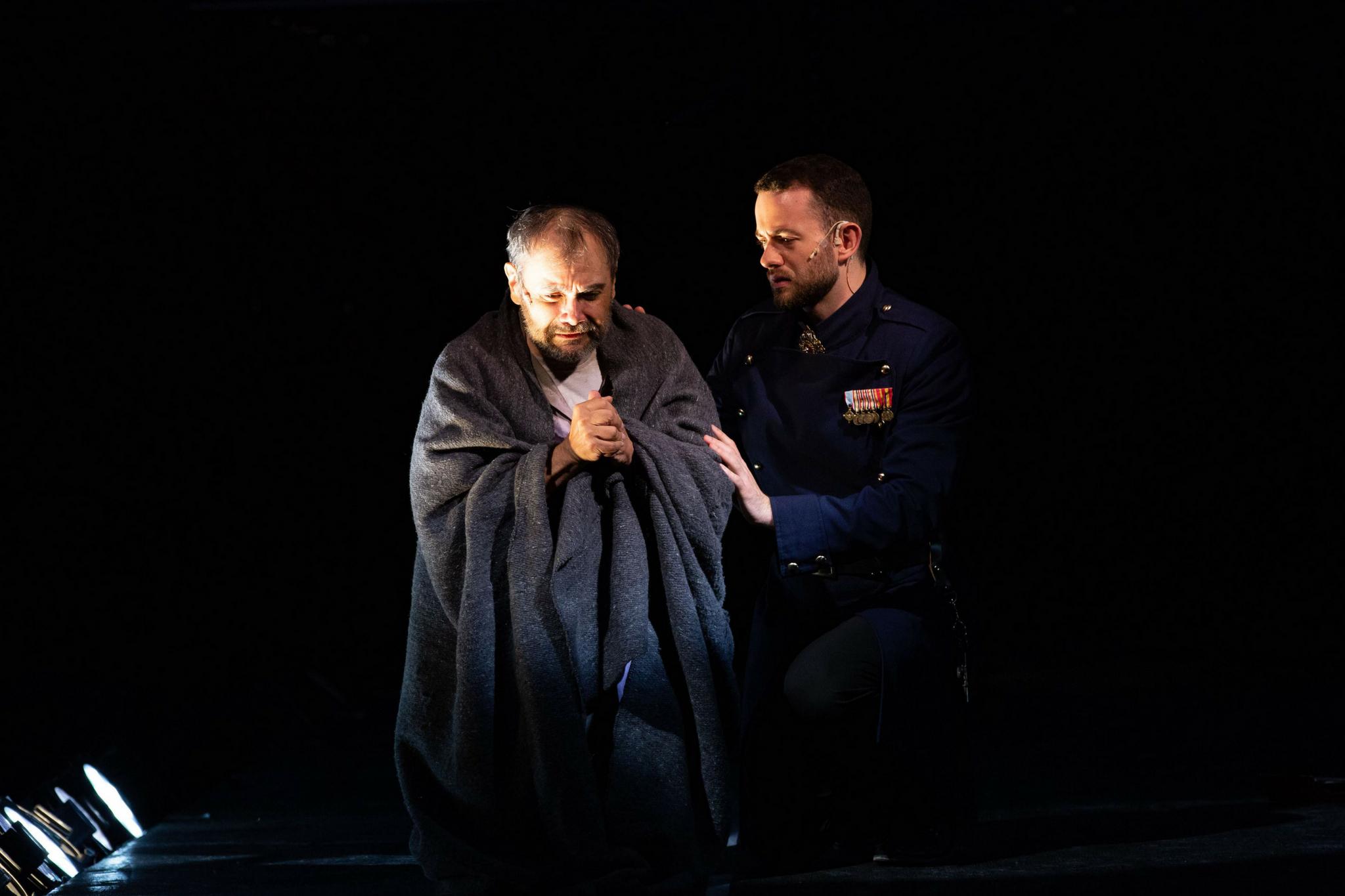 Remo Airaldi (Clarence) and Kody Grassett (Brakenbury) in Richard III, Shakespeare on the Common 2018-Photo by Evgenia Eliseeva